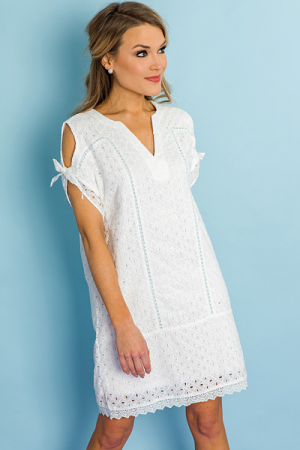 Eyelet Cold Shoulder Shift